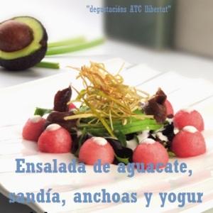 Ensalada de aguacate, sandía, anchoas y yogur