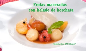 Frutas maceradas con helado de horchata