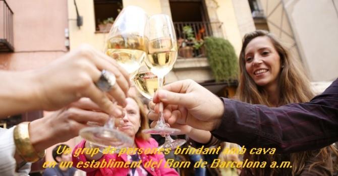 Barcelona. Centenars de barcelonins i turistes s'han sumat avui (8-10-2001) a la celebració de la verema del Cava, que ha tingut lloc el barri del Born de Barcelona. Els ciutadans han pogut gaudir d'una copa de cava i una tapa com aperitiu a diferents bars d'aquesta zona emblemàtica de Barcelona.
